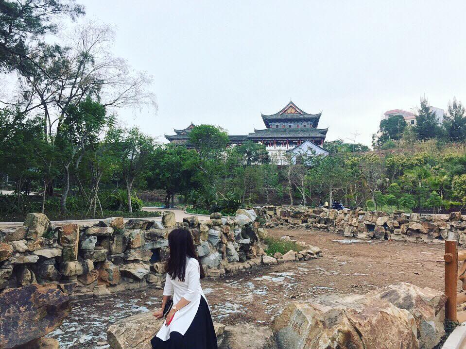Công viên Hữu nghị Trung Việt với tòa tháp kiến trúc Trung - Việt